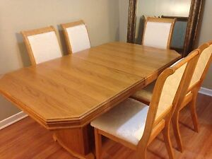Beautiful extendable dining table set with 8 chairs