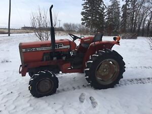 Massey 210-4 ONLY 979 hours