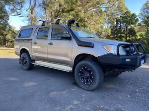 Toyota Hilux Low Km with extras
