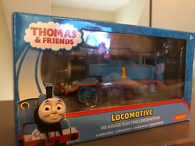 Thomas Locomotive/ Annie and Clarabel 00 Gauge Electric Locomotive Hornby Trains