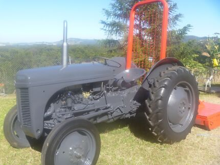 Massey Ferguson tractor in VGC for sale