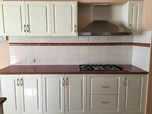 Immaculate Kitchen Cabinets Reservoir Darebin Area Preview