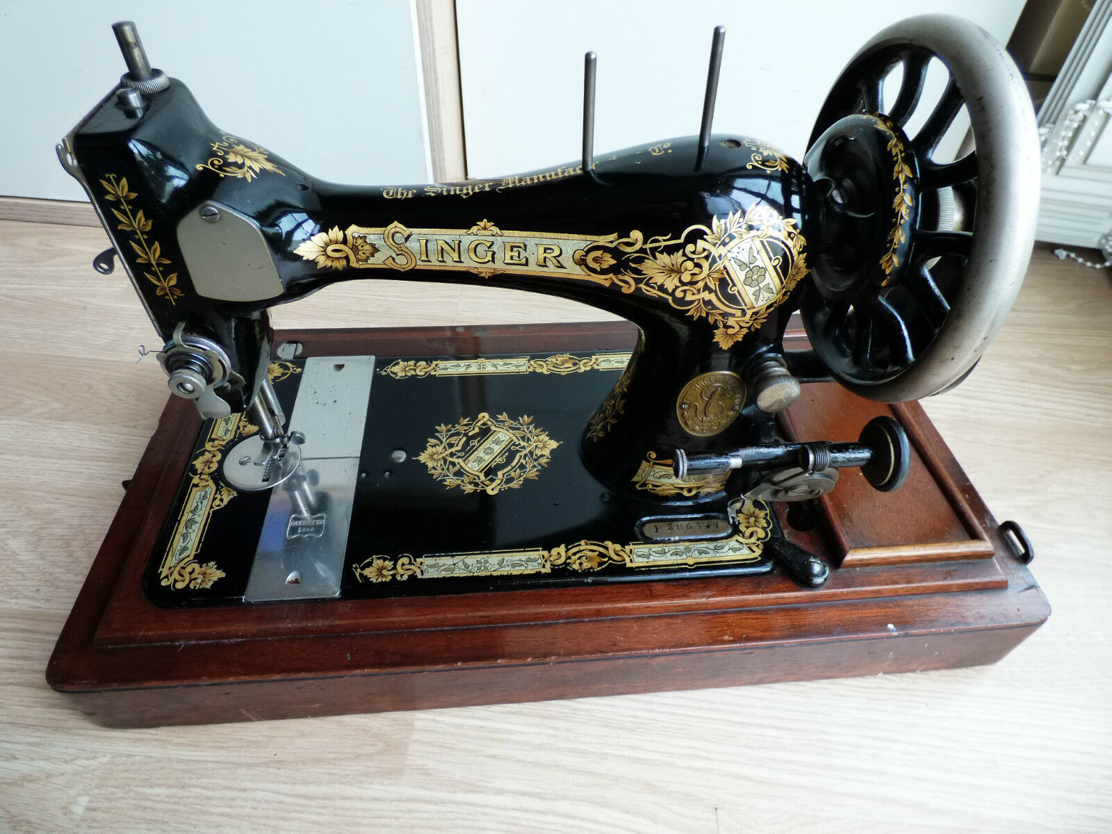 beautiful decals singer antique sewing machine coudre. Black Bedroom Furniture Sets. Home Design Ideas