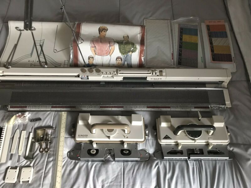 Singer700 knitting machine with lace carriage