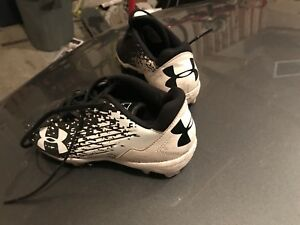 Ball cleats
