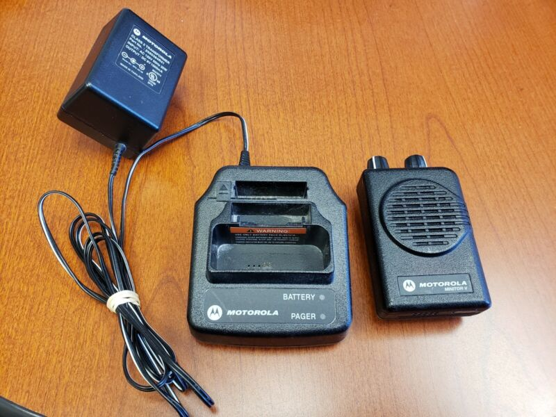 Motorola Minitor V UHF Pager 462 - 469.9875 MHz 1 Ch with Programming & new batt