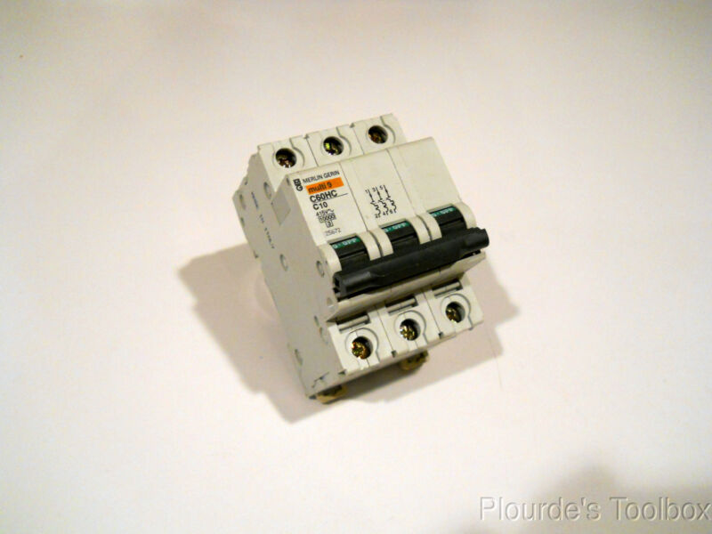 New Schneider / Merlin Gerin 10A Miniature Circuit Breaker 415V, 25672