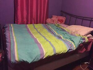Queen bed $100