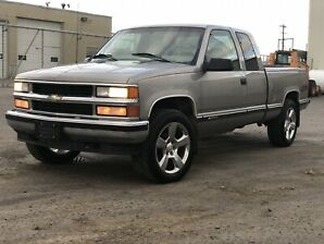 1998 Chevy 1500 Z71 4x4 LOW KM!