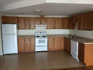 Minutes to Downtown 3BR with Underground Parking