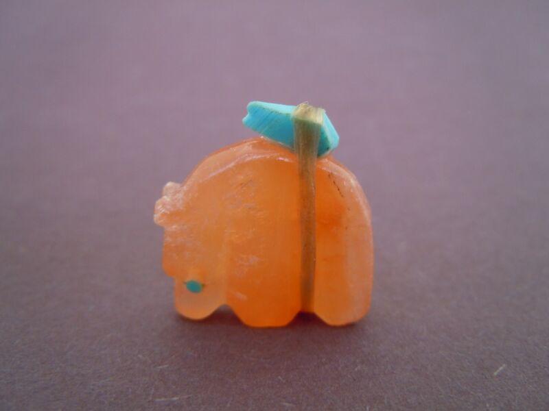 Zuni Baby Medicine Bear with bundle offering fetish carving Mike Yatsayte 94