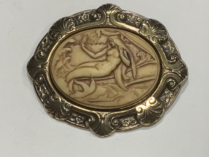 MAGNIFICENT LARGE. ART-DECO SET MERMAID CAMEO BROOCH. natural. deco brass