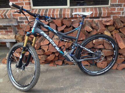 "Pivot Mach 5.7 Carbon 650b 27.5"" Mountain Bike Winmalee Blue Mountains Preview"