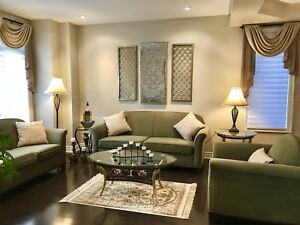 Amazing full living room sofa and table set!