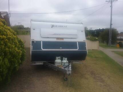 registered 2002 Paramount Caravan