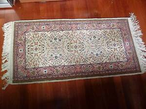 Moving House All Offers Welcome Handknotted Persian Rug1 62x 71m