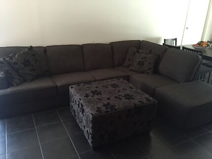 Chaise lounge with Ottoman and four pillows Cranebrook Penrith Area Preview