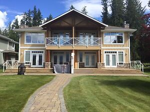 Beautiful Lakefront / Marina front Cabin on the Shuswap