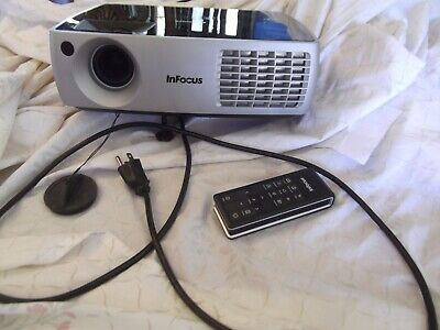 INFOCUS IN3106 DLP PROJECTOR w/remote and power cord