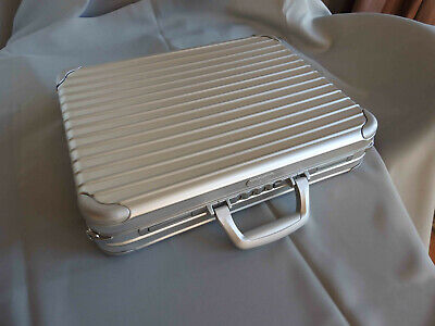 ATTACHE NOTE CASE L RIMOWA (Groupe LVMH) , DERNIERE VERSION FABRIQUEE, TRES RARE segunda mano  Embacar hacia Spain
