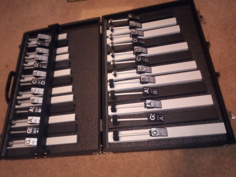 SUZUKI Tone Chime Octaves 25 piece Previously owned