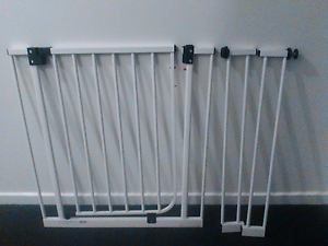Safety gate with two extensions Tarneit Wyndham Area Preview