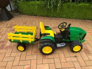 Johh Deere kids ride on tractor with wagon
