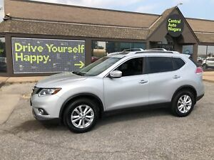 2015 Nissan Rogue SV / panoramic sunroof / 17 alloy rims
