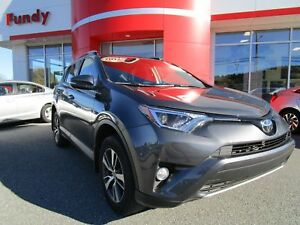 2017 Toyota RAV4 XLE w/Sunroof, Alloy, Safety Sense