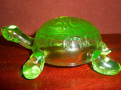 Green Vaseline glass Turtle firgurine uranium yellow art sea / glows canary Mint