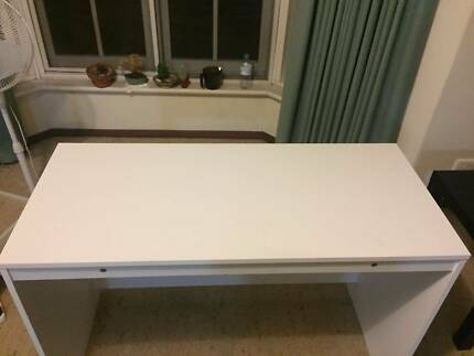 study desk in good condition+ chair