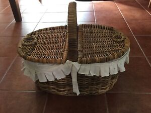 Wicker picnic basket and accessories Keilor Downs Brimbank Area Preview