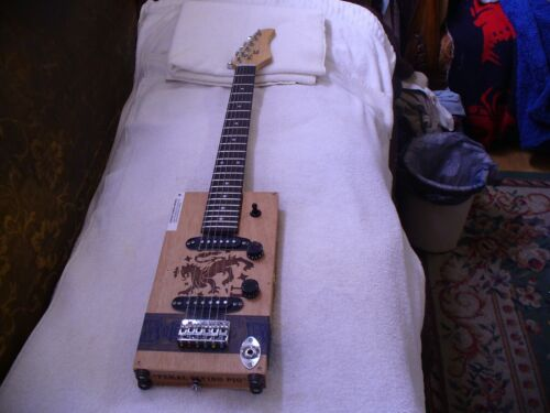 CIGAR BOX GUITAR DREW ESTATES LIGA PRIVADA  6 STRING CIGAR BOX GUITAR LOOK !