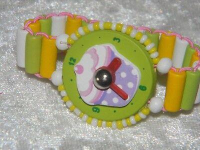 Armband Kinder Uhr Holz Lernen  Geburtstag grün Muffin *A-008*