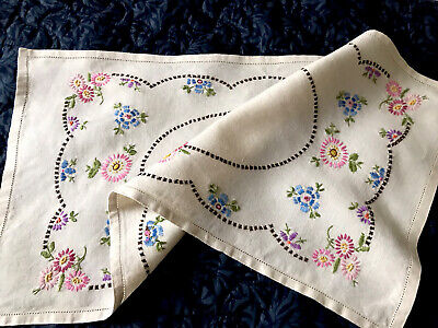 VINTAGE HAND EMBROIDERED NATURAL LINEN TABLE RUNNER CENTRE CLOTH  23X12 INCHES