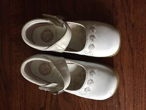 Toddler shoes size 8 white