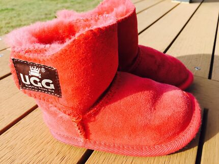 Authentic Toddler UGG boots (Size 7 :: 15cm)
