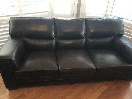 **** Urgent Sale **** Moran Leather Lounge