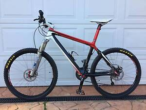 Giant customised carbon frame mountain bike in good condition! Gordon Tuggeranong Preview