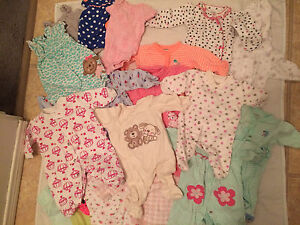 Baby bathtub, NB clothes, NB pampers diapers