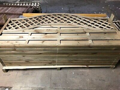 10 no. 900mm high x 1800mm wide Premier Arched lattice top fence panels