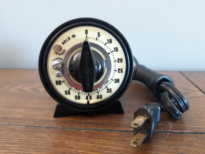 Vintage UL Mark Time Avon Connecticut Illuminated Timer With Outlet
