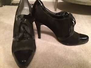 Tahari Captoe Pumps - 8M - New