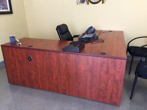 Executive desk (2 available)