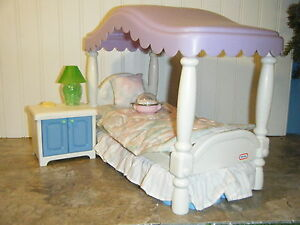 BARBIE-SIZE-LITTLE-TIKES-CANOPY-BED-NIGHT-STAND-w-LAMP-PH-1991-BARBIE-BEDDING