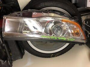 2015 Toyota Highlander right headlight halogen