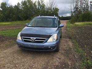 2007 Hyundai Entourage minivan