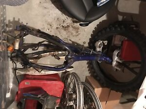2002 YZF250 Frame with Papers and Wheels