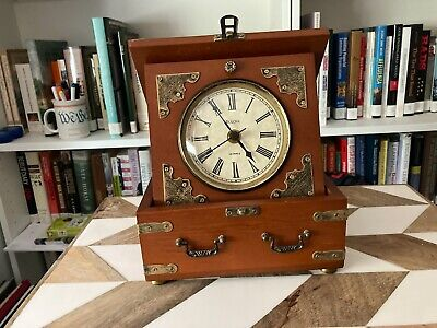 Bulova B7450  Edinbridge Quartz Walnut Finish Mantle Table Clock