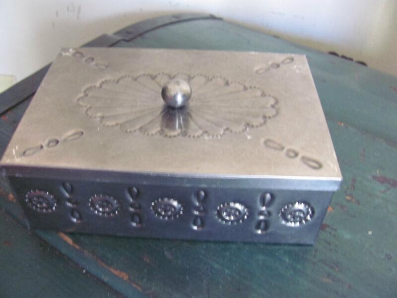 Folk Art Mexico Tin Trinket Box, Lidded, Mexico